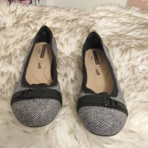 Clarks cushion black and white flats